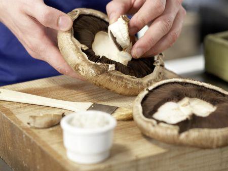 Gefüllte Portobello-Pilze: Zubereitungsschritt 1