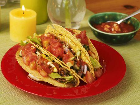 Rezept: Gefüllte Taco-Shells mit Tomatensalsa und Hackfleisch