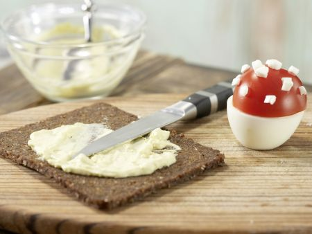 Gefüllte Tomaten-Fliegenpilze: Zubereitungsschritt 7
