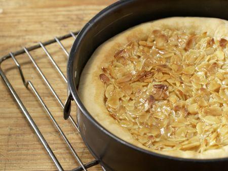 Gefüllter Mandel-Hefekuchen: Zubereitungsschritt 8