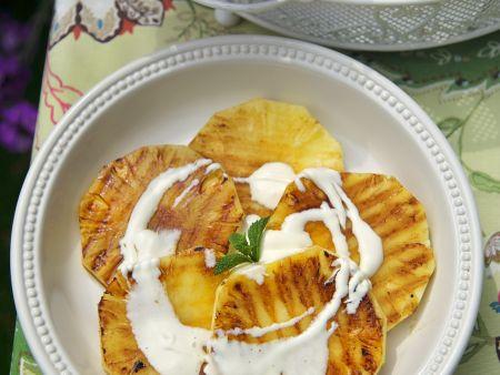 Gegrillte Ananas mit Weinschaumsauce