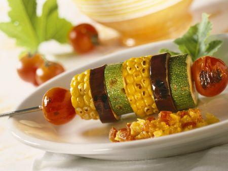 Gegrillte Gemüsespieße mit Chutney aus Paprika