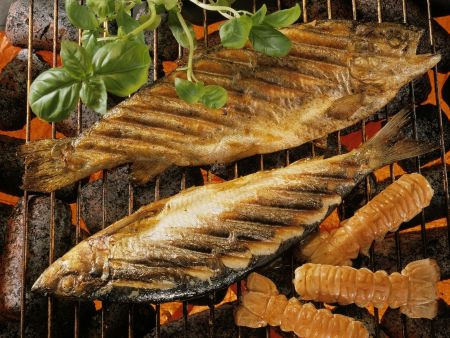 Rezept: Gegrillte Kräuterfische und Garnelen