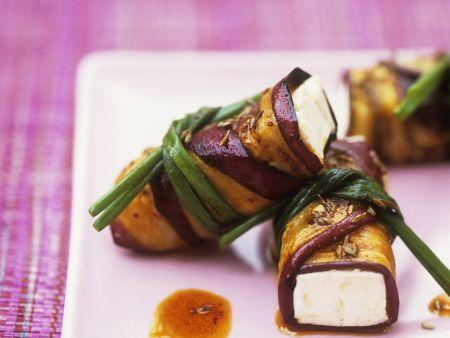 Gegrillte marinierte Auberginen mit Frischkäse-Füllung