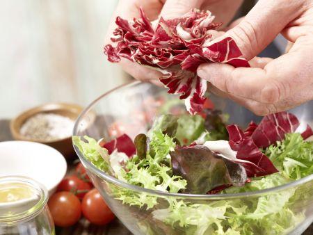 Gegrillter Lachs auf Salat: Zubereitungsschritt 1