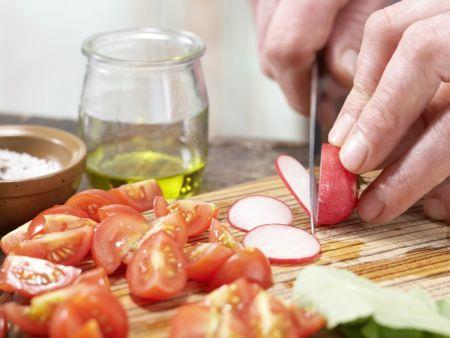 Gegrillter Lachs auf Salat: Zubereitungsschritt 2