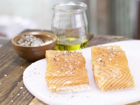 Gegrillter Lachs auf Salat: Zubereitungsschritt 3