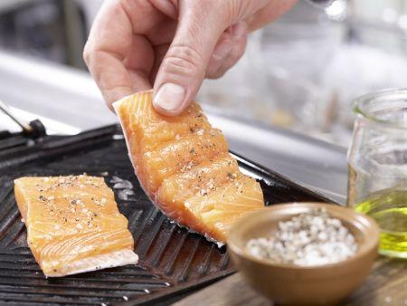 Gegrillter Lachs auf Salat: Zubereitungsschritt 4