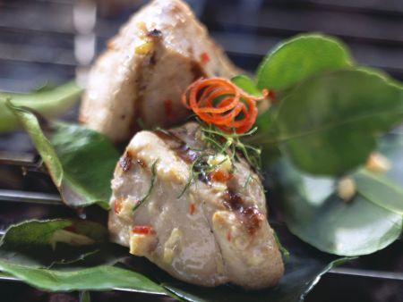 Rezept: Gegrilltes Schweinefilet mit scharfer Kokosmilch mariniert