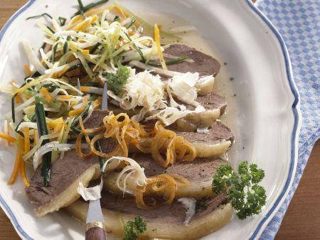 Gekochtes Rindfleisch mit Suppengemüse