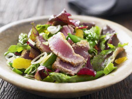 Gemischter Salat mit gebratenen Thunfischstreifen