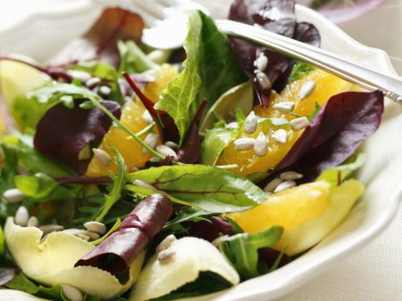 Gemischter Salat mit Ingwer-Orangen-Dressing