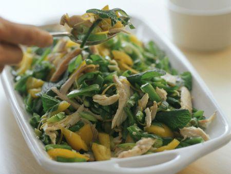 gem se h hnchen salat mit minze rezept eat smarter. Black Bedroom Furniture Sets. Home Design Ideas