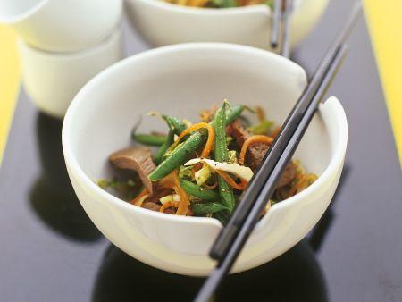 Gemüse mit Rinderfilet aus dem Wok