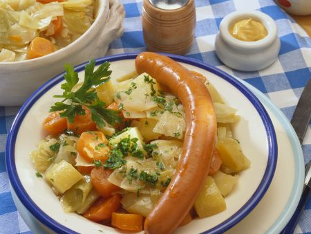 Gemüseeintopf mit Würstchen