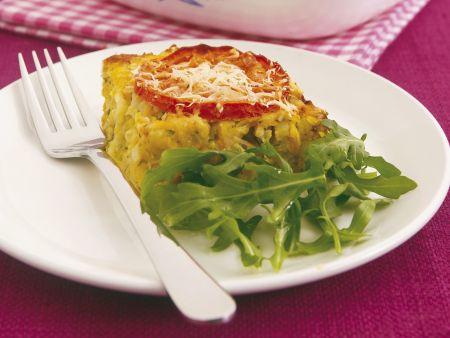 Gemüsegratin mit Rucola und Tomate