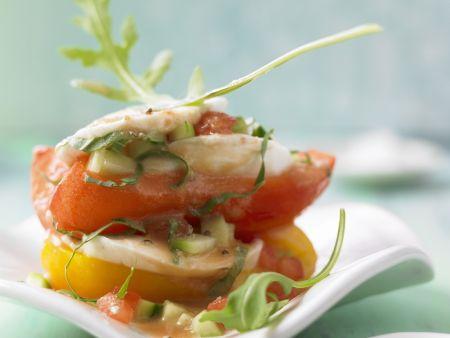 Gemüselasagne mit Mozzarella dazu luftiger Gazpacho-Soße
