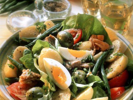 Rezept: Gemüsesalat mit Ei, Salami und Thunfisch