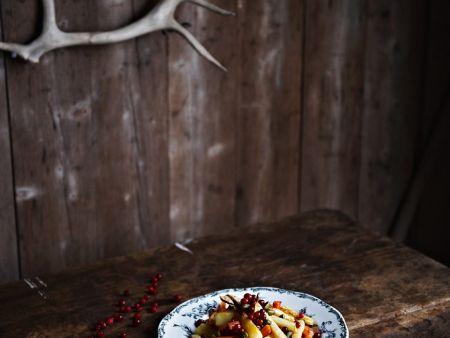 gem sesalat mit pistazien und frischen cranberries rezept eat smarter. Black Bedroom Furniture Sets. Home Design Ideas