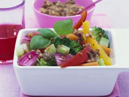 Gemüsesalat mit Sardellendressing