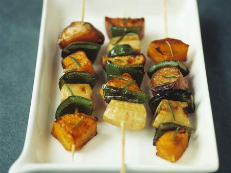 Rezept: Gemüsespieße mit Süßkartoffeln, Kürbis und Kochbananen