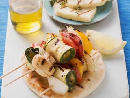 Gemüsespieße vom Grill mit zypriotischem Käse