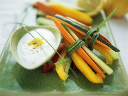 Rezept: Gemüsesticks mit Oliven-Zitronen-Creme