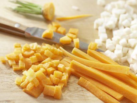 Gemüsesuppe mit Grießnocken: Zubereitungsschritt 1