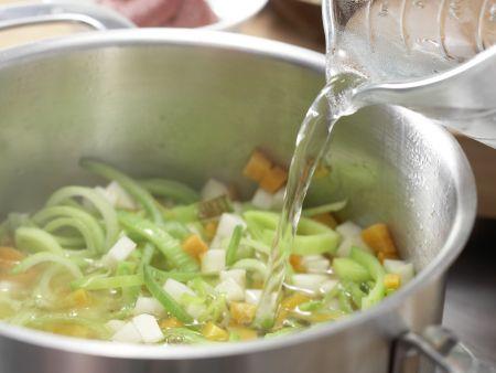 Gemüsesuppe mit Grießnocken: Zubereitungsschritt 3