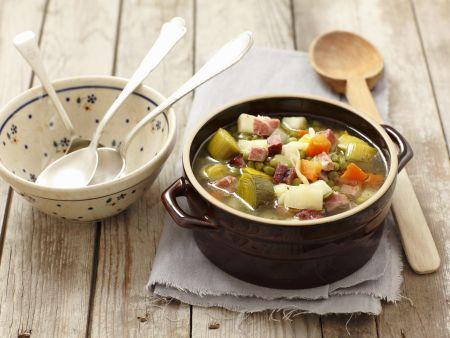 Gemüsesuppe mit geräuchertem Speck