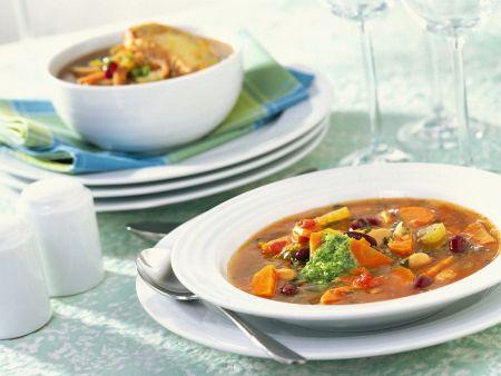 Gemüsesuppe mit Möhren und Bohnen