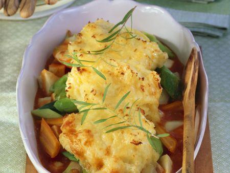 Gemüsetopf mit Käsepüree-Haube