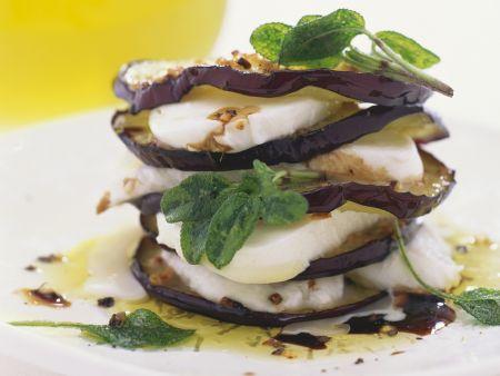 Geschichtete-Mozzarella-und Auberginenscheiben