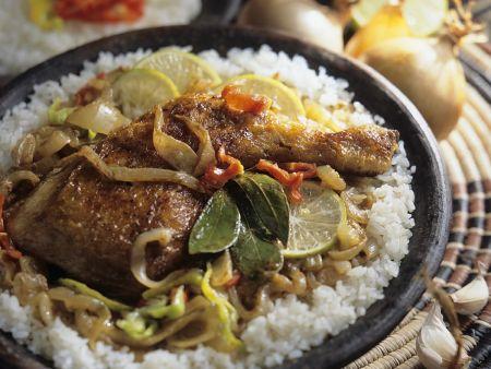 Geschmorte Hähnchenschenkel mit Reis