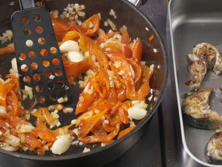 Geschmorte Makrele mit Paprika: Zubereitungsschritt 8