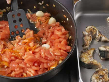 Geschmorte Makrele mit Paprika: Zubereitungsschritt 9
