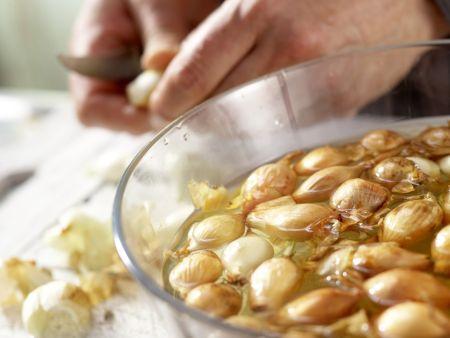 Geschmorte Zwiebeln: Zubereitungsschritt 1