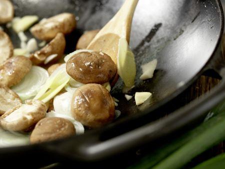 Geschmorter Fisch Shanghai: Zubereitungsschritt 7