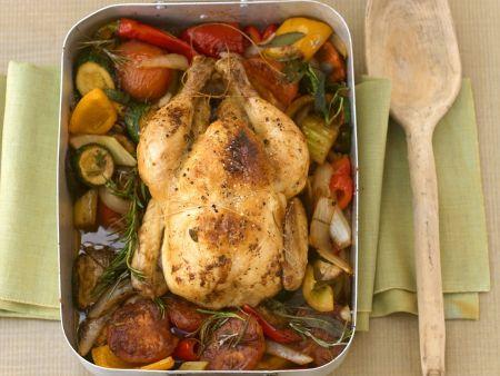 Geschmortes Hühnchen mit Gemüse und Kräutern
