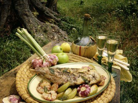 Geschmortes Kräuter-Knoblauch-Kaninchen mit Äpfeln