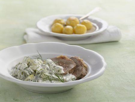 Gesottenes Rindfleisch mit Dill-Gurken-Gemüse