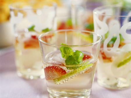 gin cocktail mit fr chten rezept eat smarter. Black Bedroom Furniture Sets. Home Design Ideas