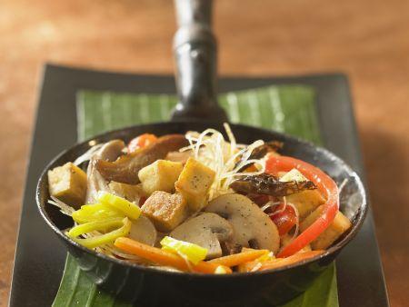 Rezept: Glasnudel-Tofu-Pfanne mit Gemüse