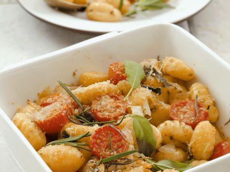 Gnocchi mit Cherrytomaten, Kräutern und Parmesan