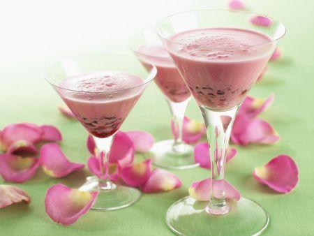 Granatapfelmilchshake mit Rosenwasser