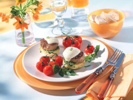 Gratinierte Schweinefiletsteaks auf Artischockenböden mit geschmorten Tomaten