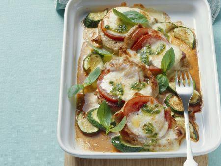 Gratiniertes Kalbsfleisch mit Zucchini, Tomaten und Käse