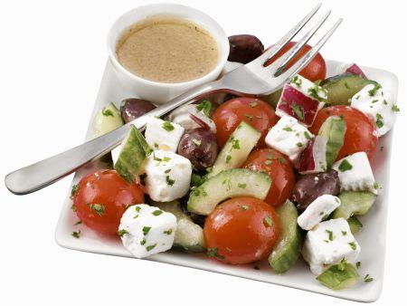 Rezept: Griechischer Bauernsalat mit Dressing
