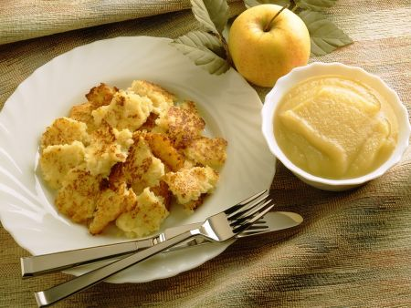 Grieß-Kartoffelschmarrn mit Apfelmus