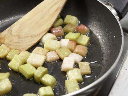 Grießpfannkuchen mit Rhabarber: Zubereitungsschritt 6